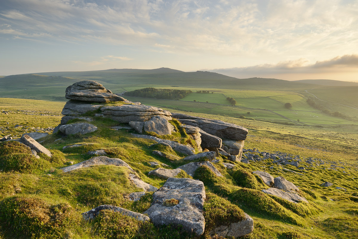 View from Belstone Common looking west towards Yes Tor on the northern edge of Dartmoor, Devon, UK. Image © Stephen Spraggon.