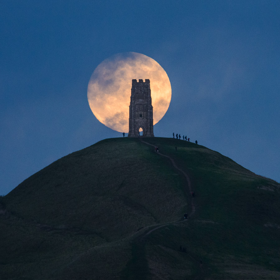 A 'wolf moon', the first supermoon of 2018, rising behind Glastonbury Tor, Somerset, on New Year's Day. Image © Stephen Spraggon.